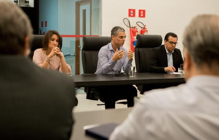 Reunião Extraordinária de Líderes e da Mesa Diretora debate medidas preventivas a serem adotadas pelo Legislativo. Com a fala, o vereador Cassio Trogildo.