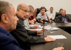 Reunião Extraordinária de Líderes e da Mesa Diretora debate medidas preventivas a serem adotadas pelo Legislativo. Com a fala, o Presidente Reginaldo Pujol.