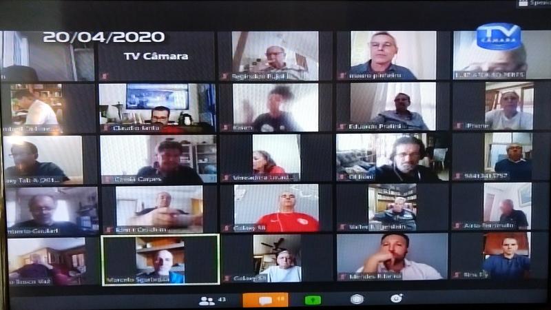 Sessão online com os vereadores.