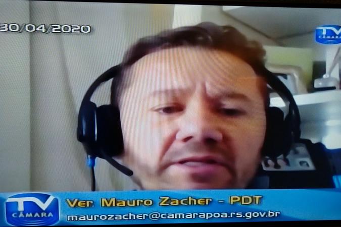 Sessão online com os vereadores. Na foto, vereador Mauro Zacher, autor de projeto votado