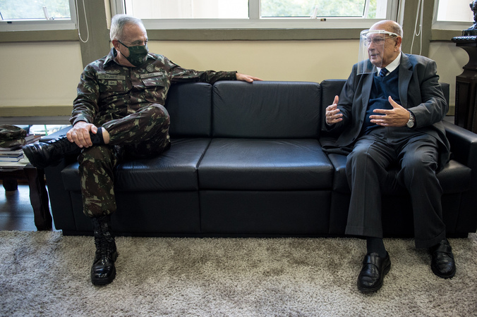 Presidente Reginaldo Pujol recebe a visita do General-de-Exército Valério Stumpf . (Foto: Elson Sempé Pedroso/CMPA)