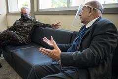 Presidente Reginaldo Pujol recebe a visita do General-de-Exército Valério Stumpf .
