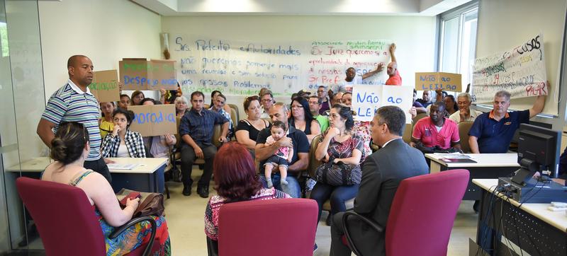 Presidência - Presidente da CMPA, vereador Cassio Trogildo, recebe moradores da vila Montepio, que querem evitar leilão da área (Foto: Tonico Alvares/CMPA)