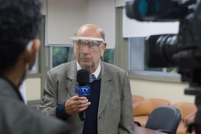 Presidente da CMPA, vereador Reginaldo Pujol, promulga a Lei de publicidade das empenas cegas, de autoria da vereadora Mônica Leal.