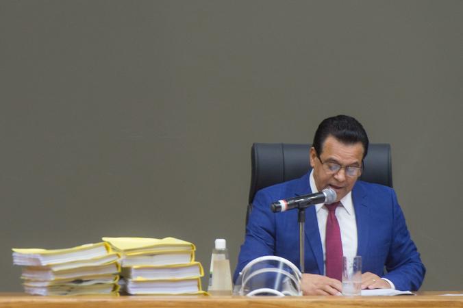 Apreciação do parecer sobre o processo de impeachment do prefeito Nelson Marchezan Jr. Na foto, relator vereador Alvoni Medina (gravata vermelha), presidente Hamilton Sossmeier (gravata azul clara) e vereador Ramiro Rosário (camisa azul clara).