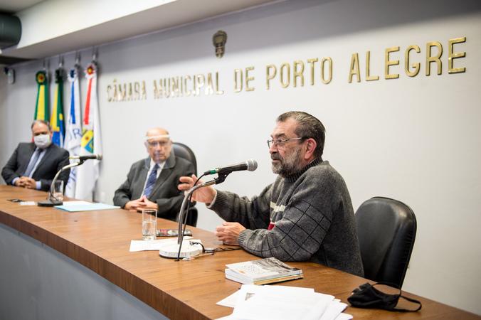 Sessão Solene semi-presencial em homenagem ao dia 7 de setembro, com palestra do Ex-Vereador Antônio Hohlfeldt