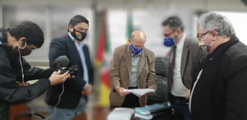 Entrega do relatório da CPI da gestão Marchezan
