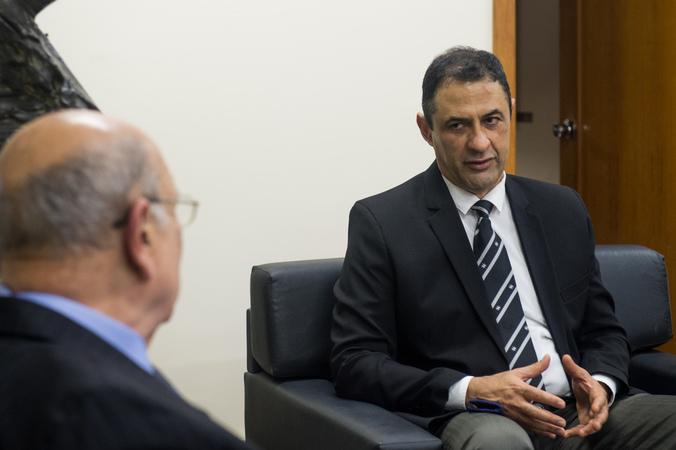 Presidente Reginaldo Pujol recebe a visita do reitor da UFRGS, Carlos André Bulhões.