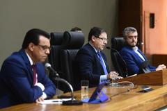 Depoimento, por meio de vídeo conferência, do ex-ministro da Saúde Luiz Henrique Mandetta. Na foto, vereadores Alvoni Medina (relator), Hamilton Sossmeier (presidente) e Ramiro Rosário