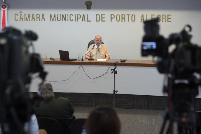 Sessão ordinária. Na foto, presidente da Câmara, Reginaldo Pujol.