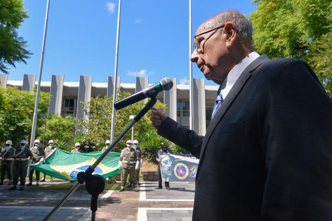 Cerimônia ao Dia da Bandeira. Com a fala, o Presidente da Câmara Reginaldo Pujol.
