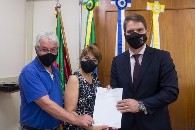 Presidente Márcio Bins Ely recebe representantes do Centro Comunitário Coinma.