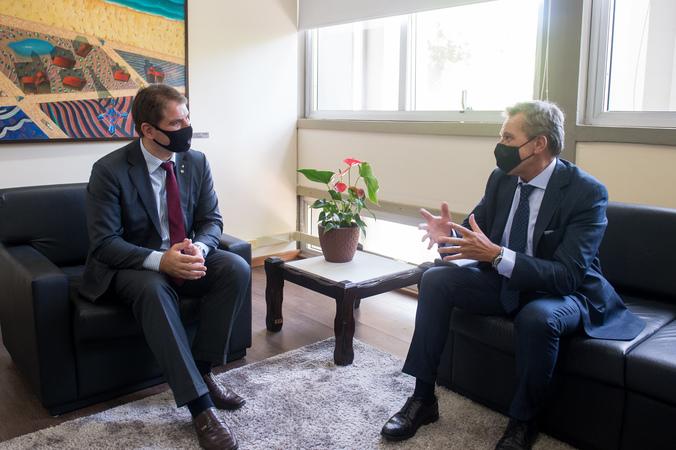 Presidente Márcio Bins Ely recebe o cônsul-geral da Itália, Roberto Bortot.