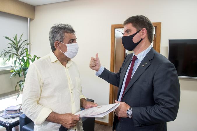 Presidente Márcio Bins Ely recebe o prefeito Sebastião Melo.