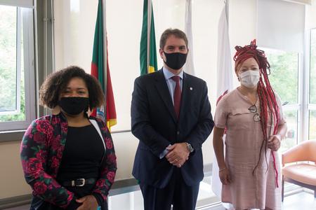 Bruna Rodrigues (e), Márcio Bins Ely e Daiana Santos