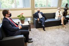 Presidente Márcio Bins Ely recebe secretário Cezar Schirmer para falar sobre o Bonde Histórico