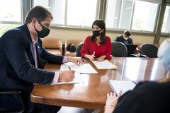 Bins Ely e Fernanda Jardim, durante reunião no gabinete da presidência da Câmara