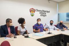 Na foto, a partir da esquerda: Pablo Melo, Karen Santos, Cassiá Carpes, Hamilton Sossmeier e Gilson Padeiro