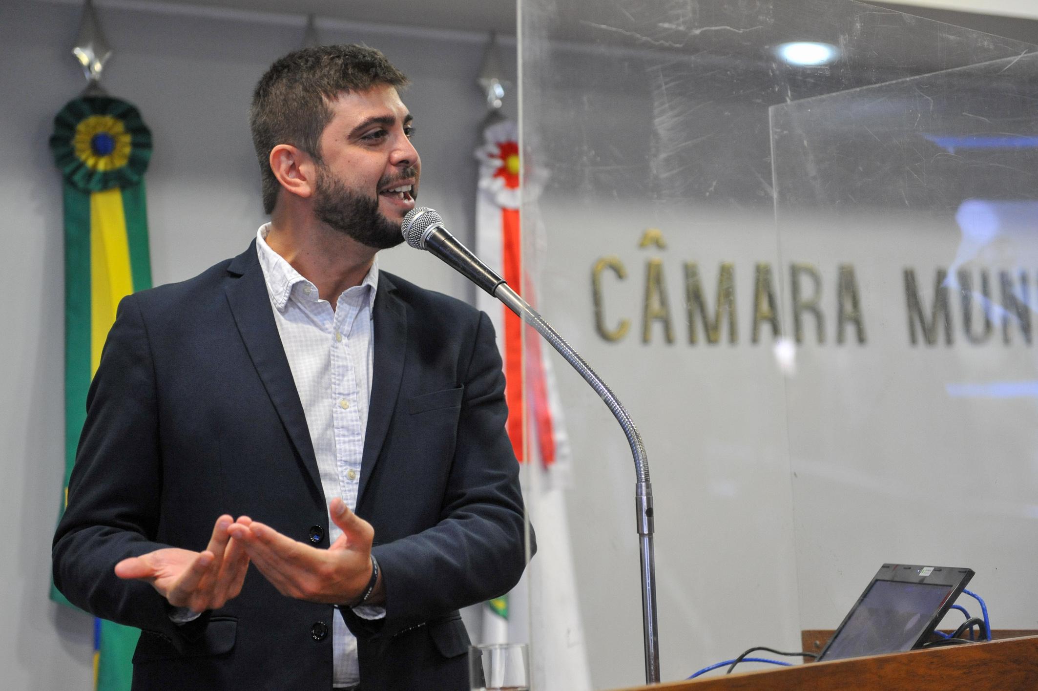 Vereador Felipe Camozzato (Novo) é um dos autores da proposta aprovada