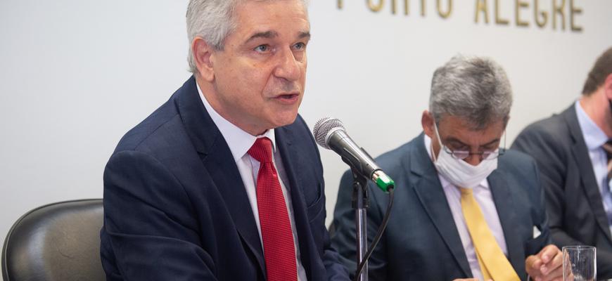 Secretário Luiz Fernando Záchia respondeu questionamentos dos vereadores