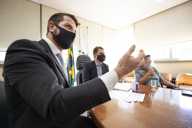Presidente Marcio Bins Ely Recebe o Secretário de Estado de Meio Ambiente, Senhor Germano Bremm para falar sobre  a revisão do Plano Diretor. (Foto: Elson Sempé Pedroso)