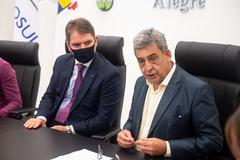 Presidente da Câmara, Márcio Bins Ely (PDT), e prefeito Sebastião Melo (d)