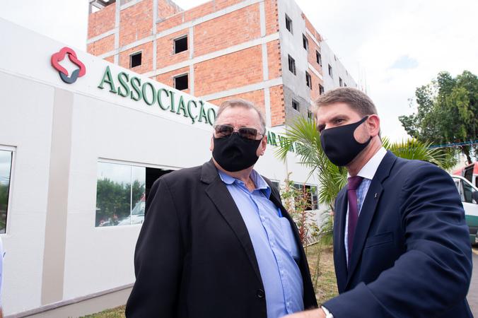 Presidente Márcio Bins Ely e prefeito Sebastião Melo visitam o hospital Vila Nova. Na foto, o presidente com o secretário municipal de Saúde, Mauro Sparta. (Foto: Ederson Nunes/CMPA)