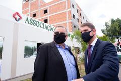 Presidente Márcio Bins Ely e prefeito Sebastião Melo visitam o hospital Vila Nova. Na foto, o presidente com o secretário municipal de Saúde, Mauro Sparta.