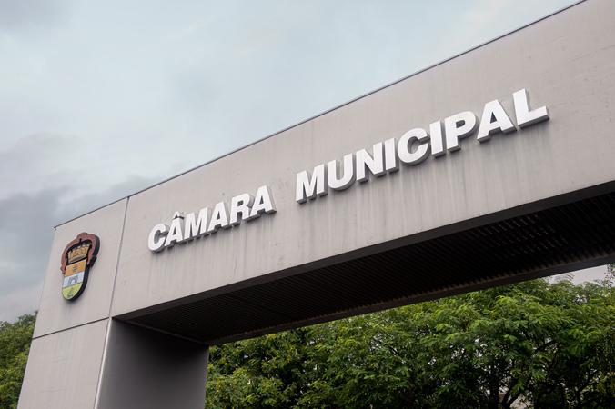 Pórtico da Câmara Municipal de Porto Alegre. Fachada. Palácio Aloísio Filho.