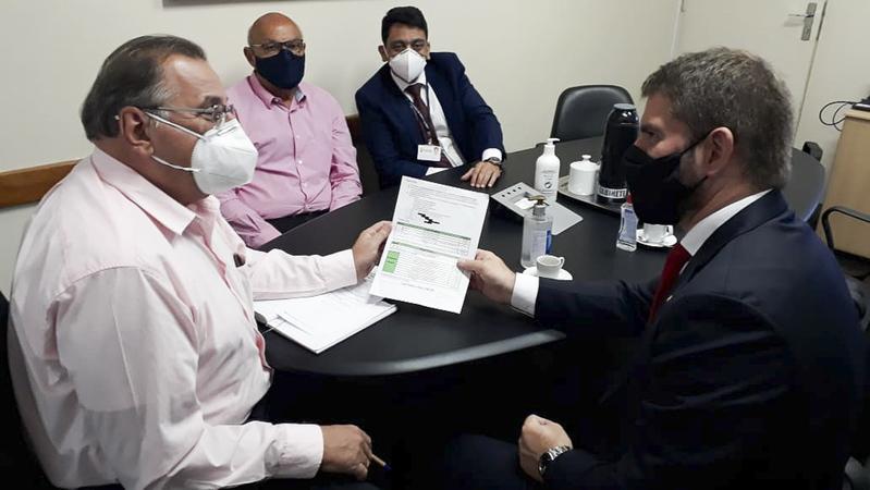 Presidente Márcio Bins Ely visita o Secretário Municipal da Saúde Mauro Sparta