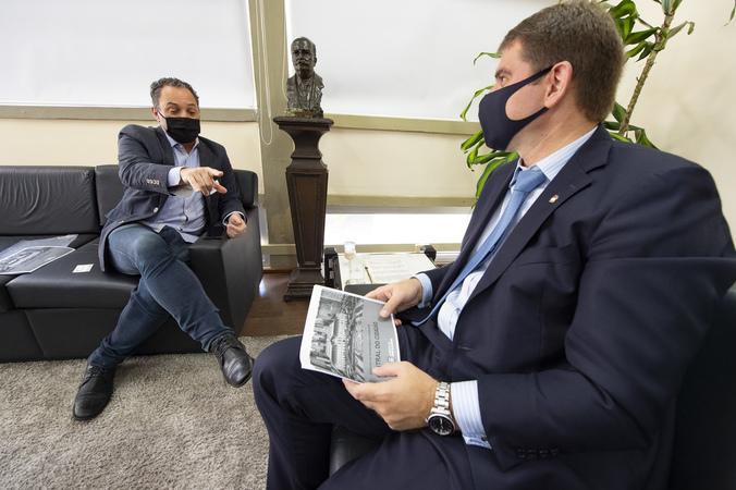 Presidente Márcio Bins Ely recebe o Secretário Municipal da Transparência Gustavo Ferenci