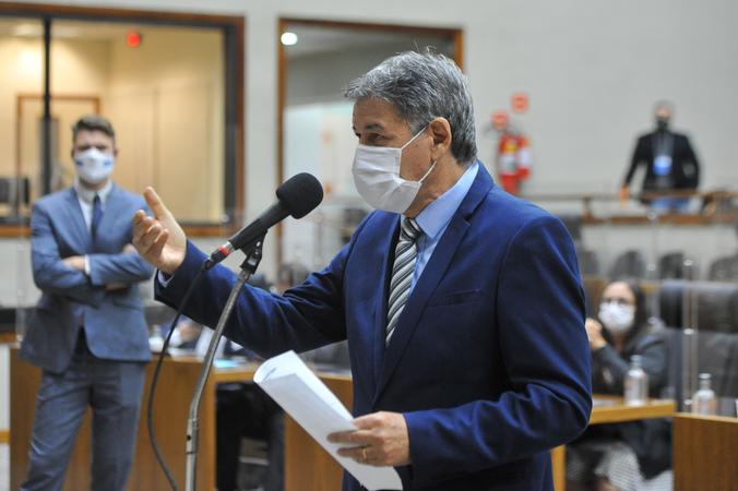 Sessão Ordinária - Sessão ordinária híbrida no plenário Otávio Rocha. Na foto, vereador Cassiá Carpes. (Foto: Jeannifer Machado/CMPA)
