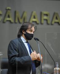 Sessão ordinária híbrida no plenário Otávio Rocha. Na foto, vereador Aldacir Oliboni.