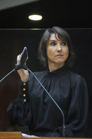 Sessão Ordinária - Sessão ordinária híbrida no plenário Otávio Rocha. Na foto, vereadora Comandante Nádia. (Foto: Jeannifer Machado/CMPA)