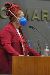 Sessão ordinária híbrida no plenário Otávio Rocha. Na foto, vereadora Daiana Santos.