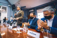 Ramiro diz que prefeito Melo teve sensibilidade ao reconhecer a importância de desonerar o setor de eventos e correlatos da Capital. Foto da assinatura do Pacote Contra Corrupção, de autoria do vereador do PSDB