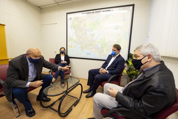 Presidência - Presidente Márcio Bins Ely visita o Secretário Luiz Fernando Záchia para falar sobre empreendimentos na cidade (Foto: Elson Sempé Pedroso/CMPA)