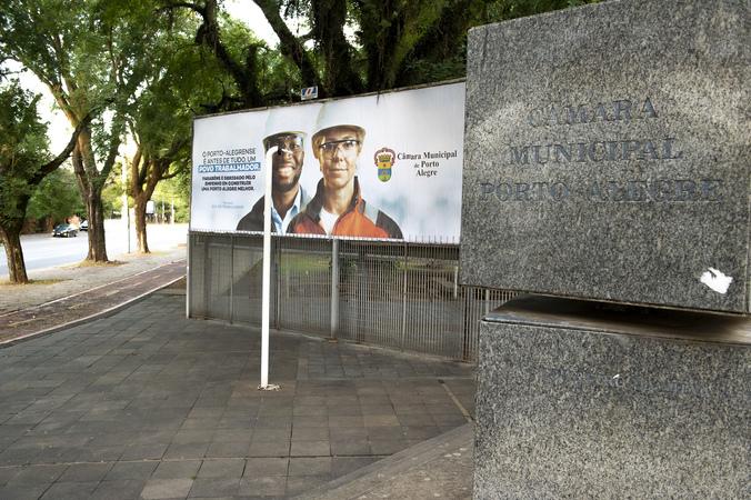 Presidência - Outdoor comemorativo ao dia do trabalho (Foto: Elson Sempé Pedroso/CMPA)