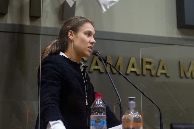 Sessão ordinária híbrida. Vereadora Mari Pimentel