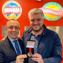 Vereador Ramiro Rosário entrega homenagem a Alvaro de Azevedo