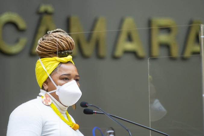 Sessão Ordinária - Sessão ordinária híbrida. Retrato. Vereadora Bruna Rodrigues. (Foto: Jeannifer Machado/CMPA)