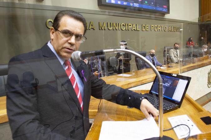 Plenário durante a 18ª Sessão Ordinária da 1ª Sessão Legislativa Ordinária. Período de Comunicações em Homenagem aos 19 anos da Radio Comunitária Lomba do Pinheiro.Proponente: Vereador Alvoni Medina