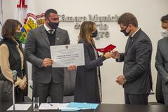 Ato destinado a conceder o título de Cidadã de Porto Alegre à Sra. Nadine Tagliari Farias Anflor, Chefe da Polícia Civil em Porto Alegre.  Proposição do Vereador Rafão Oliveira.