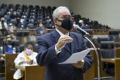 Sessão Ordinária híbrida. Na foto, vereador Idenir Cecchim.