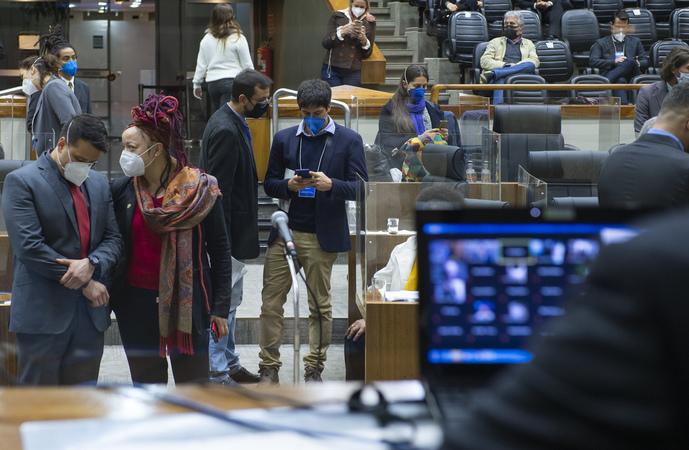 Sessão Ordinária - Sessão Ordinária híbrida. Movimentação do plenário. (Foto: Jeannifer Machado/CMPA)