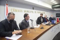 Reunião presidida por Felipe Camozzato (c) teve presença de Rodrigo Lorenzoni (microfone) e Mário Ikeda (e)