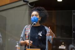 Vereadora Karen Santos na tribuna
