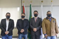 A partir da esquerda: Leandro Rosso, Rafael Colussi, Márcio Bins Ely e Ronaldo Oliveira