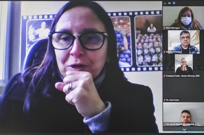 Reunião para debate sobre acesso às políticas públicas das pessoas com vitiligo. Na foto, vereadora Cláudia Araújo.