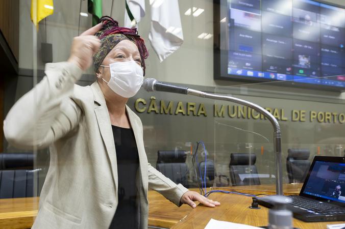 Sessão Ordinária - Sessão Ordinária híbrida. Vereadora Daiana Santos na tribuna. (Foto: Jeannifer Machado/CMPA)